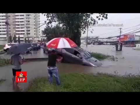 Calles, casas y autos afectados por fuertes lluvias en Panamá y Colón