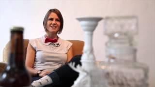 Michèle Schneuwly se taille un succès prêt-à-porter Video Preview Image
