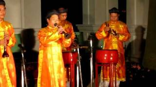 kèn bầu (gourd oboe) + percussion: Hue 23 March 2010