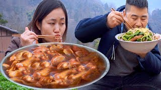 Deep mountain digging yam, mother-in-law cooking farm food, there are vegetables and meat, enjoyable