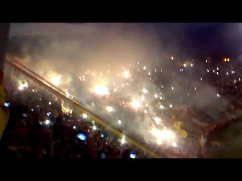 """""""Tolima campeon(1)"""" Barra: Revolución Vinotinto Sur • Club: Tolima"""