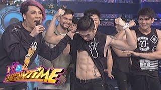 It's Showtime: Hashtags' abs | Mannequin Challenge
