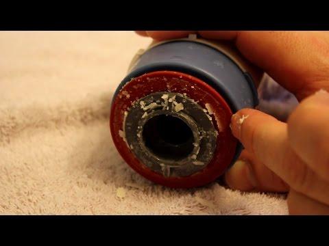 Spülkasten reparieren - Kalk entfernen