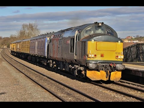 Afternoon freight action at Tamworth with 37611 & 50008 on 3…