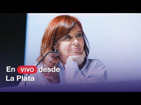 """MIRALO EN VIVO. Cristina en la facultad de Periodismo de La Plata presenta """"Sinceramente""""."""