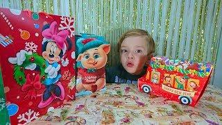Новогодние Подарки из магазина Метро Рошен и Ева косметика Много конфет и подарки для бабушки