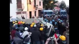 preview picture of video 'Vicenza: scontri al corteo antifascista'