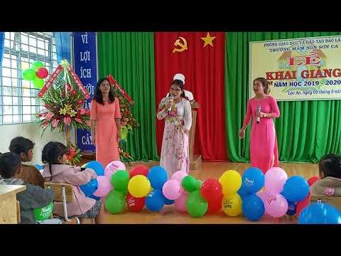 Tiết mục 'Ngày đầu tiên đến trường' của các cô giáo trong ngày khai giảng