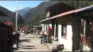 preview picture of video 'Nepal Trekking - Namche Bazaar to Tengboche'