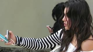 Прикол! Девушка пытается сделать селфи! / Fun! The girl is trying to make selfies!