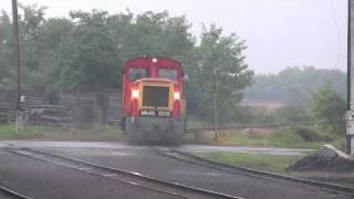 preview picture of video 'Mk48 vontatta személyvonat érkezik Herminatanyára'