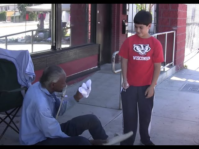 12 YEAR OLD BOY HELPS HOMELESS PEOPLE IN LOS ANGELES (video)