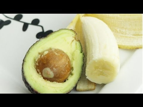 Video Healthy Smoothie Recipes - Avocado and Banana Green Smoothie