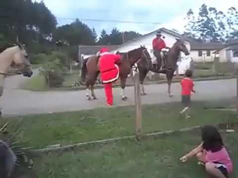 Papai Noel estava a caminho de Juquitiba na estrada da Laranjeiras se machuca e pode se atrasar para chegar em Juquitiba na Casa do Saci Noel