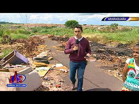 Rua fica intransitável por quantidade de lixo em Araraquara - Jornal da Clube (02/04/2018)