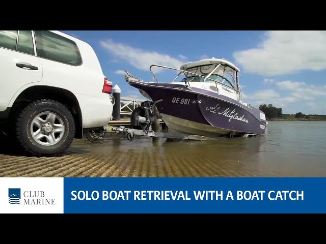 How to retrieve a boat solo using a boat catch with Alistair McGlashan | Club Marine