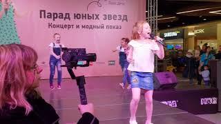 """Анастасия Григорьева и группа """"Бриллиантики"""", """"Круче всех""""."""