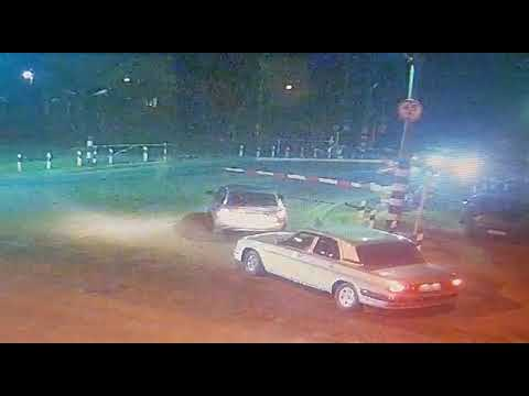 Прямо под тепловоз рванул нетерпеливый водитель в Майкопе