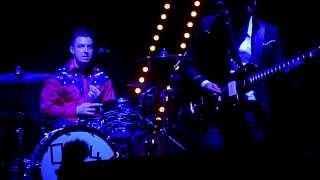 Arctic Monkeys - Old Yellow Bricks [Live at Madison Square Garden, New York City - 08-02-2014]