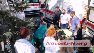 Полиция Николаева ищет свидетелей ДТП, в котором «Лексус» сбил женщину с ребенком