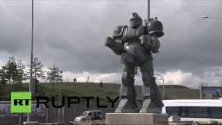 preview picture of video 'Turkey: Ankara mayor sued over giant robot 'Transformers' statue'