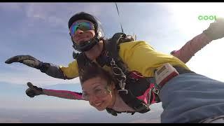 Мы любим прыгать с парашютом осенью!