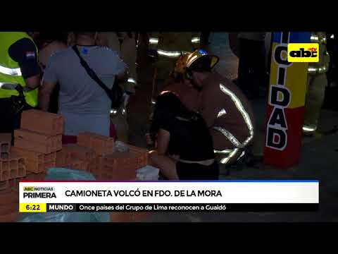 Camioneta volcó en Fernando de la Mora