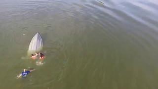 Перевернулась лодка, ребенок чуть не утонул