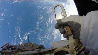 Смотреть онлайн Как выглядят ремонтные работы в космосе