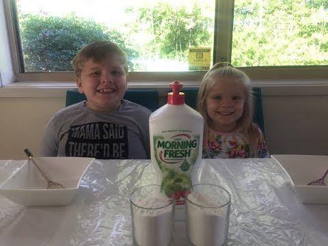 Jaxson & Farrah Playz - MAKING DISH SOAP PUTTY!
