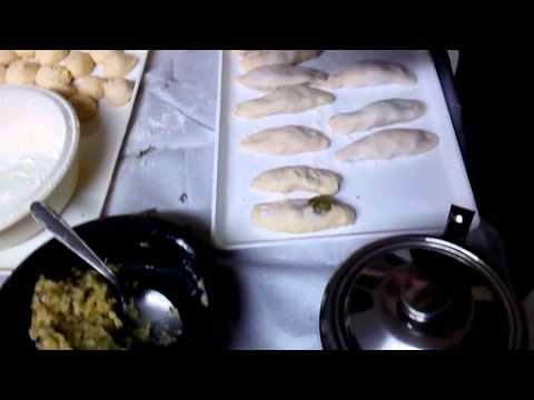 Παρασκευή πιροσκί από την ομάδα ποντιακής κουζίνας της Ένωσης Ποντίων Πολίχνης