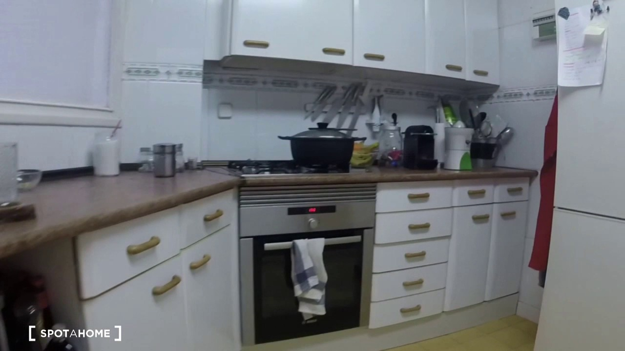 Room with private bathroom for rent in a 3-bedroom apartment in Chamartin