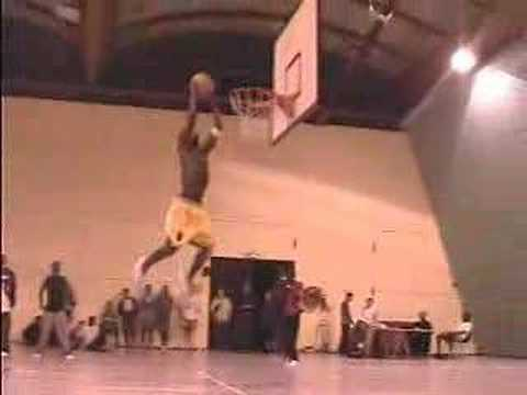 Dunk Session: Tonio Kouloumba