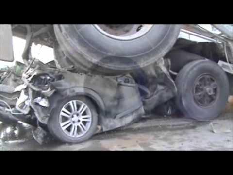 Dos muertos tras accidente multiple en Ruta 8; chocaron 4 camiones, un auto y una camioneta