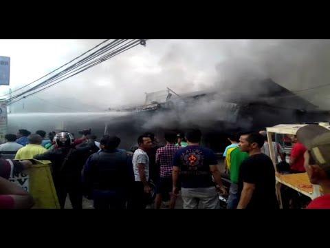 Kebakaran Hanguskan 3 Kios di Pasar Induk Cibatu Cisaat, Puluhan Pedagang Panik