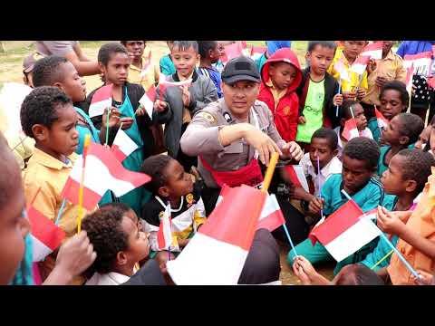 Binmas Noken Polri Menyapa Anak-anak di SD YPPGI Guwopaka Tiom Kab. Lanny Jaya
