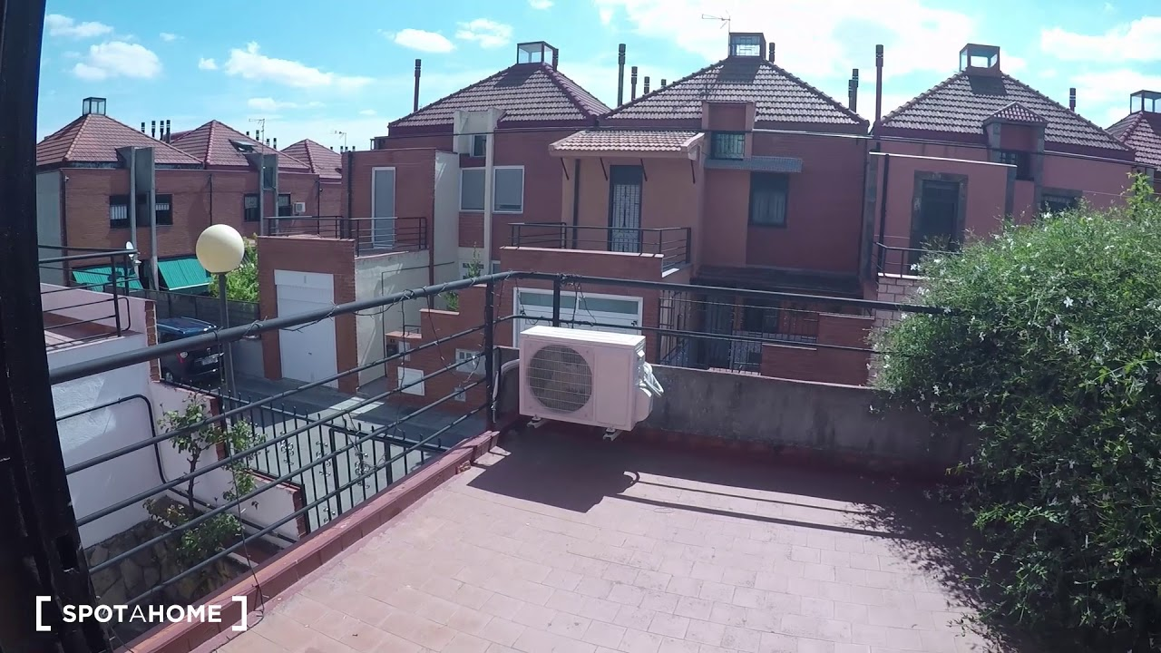 Double bed in Rooms for rent in large 7-bedroom apartment in Getafe