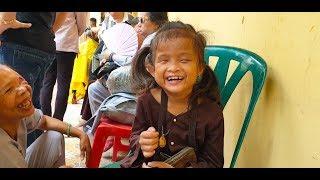 Bé Tâm Như cười suốt ngày vì sắp có nhà mới được xây từ số tiền MTQ ủng hộ