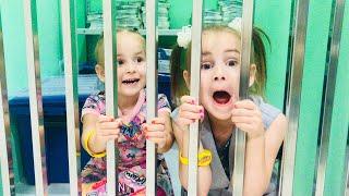 Алина играет на необычной площадке для детей Alina pretend play Минополис