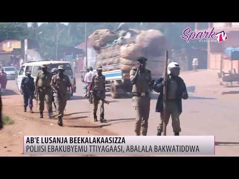 Poliisi yezoobye n'abakoonerwa ennyumba zaabwe e Lusanja, ebakubyemu ttiyagaasi