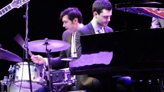 Can't Buy me Love (Beatles) - John Pizzarelli (Teatro Bradesco, RJ 15 05 2014)