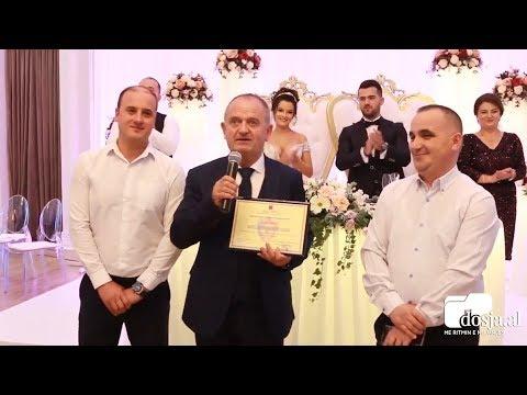 Ishte duke martuar djalin, kolegët i bëjnë surpizë në dasmë efektivit të Policisë së Shtetit