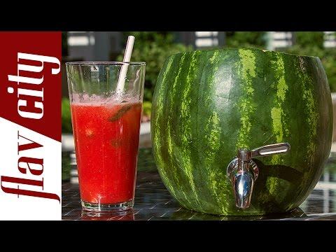 Kühle Drinks aus dem Wassermelonen-Fässchen