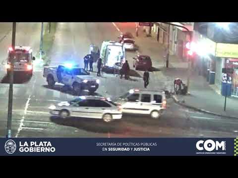 Brutal choque de motos en Avenida 44: pasó con el semáforo en rojo y casi provoca una tragedia