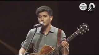 """第二季《中国新歌声》新加坡海选决赛。向洋Nathan Hartono是当晚的表演嘉宾之一。""""Let Me Love You"""" + 告白气球"""