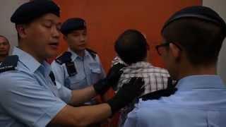 疑似便衣七一打人 獲警方護送離場 正義市民挺身而出