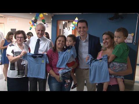 Prefeitura negocia com fornecedor e garante entrega de uniformes; - Diário do Grande ABC