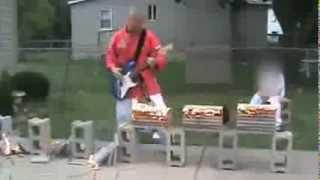 Гитарист-каратист / Karate guitar