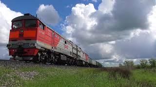 Тепловоз 2ТЭ10М(МК)-2694 с грузовым поездом 07.06.18.