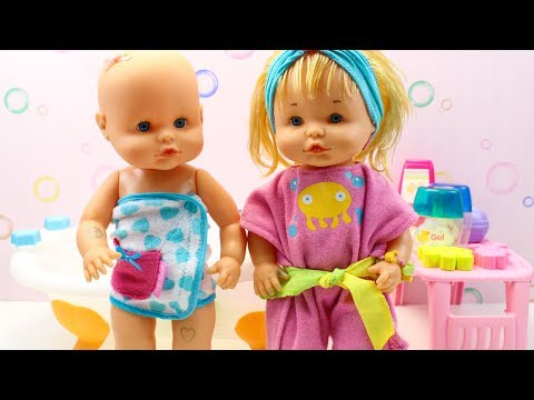Rutina de Noche Bebés Nenuco Hermanitas Traviesas | Hora del Baño y Cena en la Cocinita Nenuco